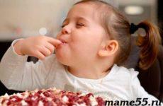 Когда ребенку можно давать сладкое?