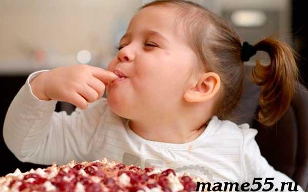 Когда ребенку можно давать сладкое