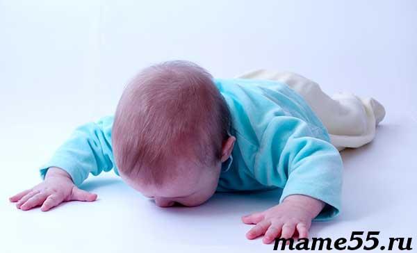 Ребенок упал с кровати что делать коротко и по существу