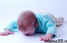 Ребенок упал с кровати: что делать? Коротко и по существу!