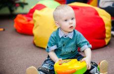 Что умеет ребенок в 1 год? Список умелок согласно статистике