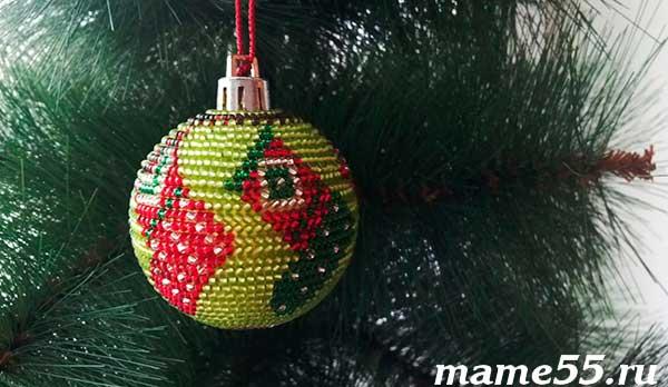 новогодний шар украшенный бисером