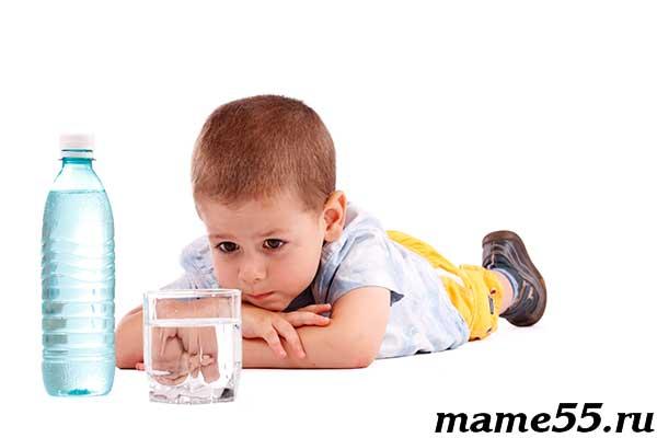 Ребенок пьет много жидкости и потеет