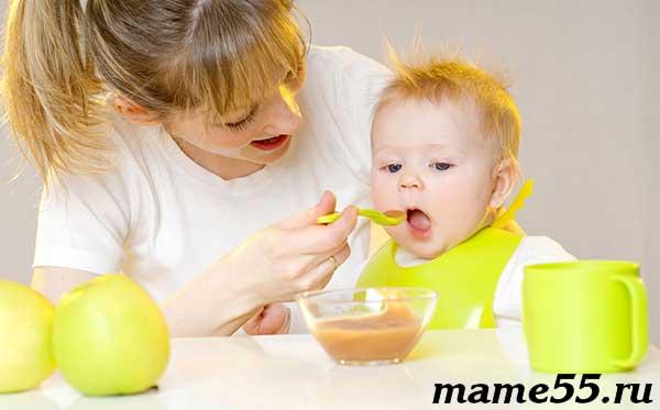 Когда ребенок готов учиться пользоваться ложкой