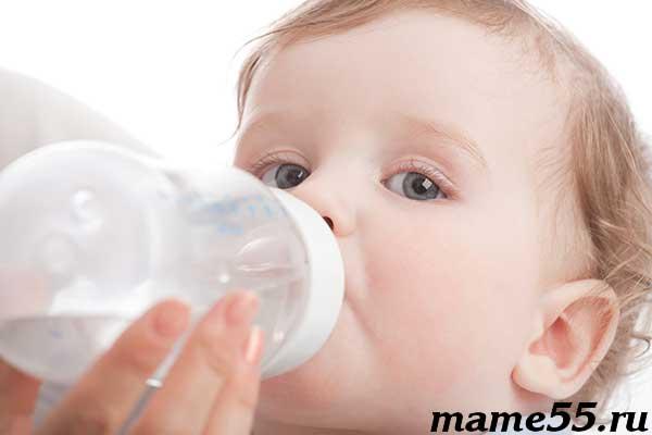 Можно ли новорожденному давать кипяченую воду