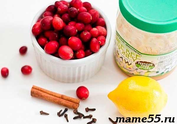 Витаминная смесь из клюквы меда и лимона