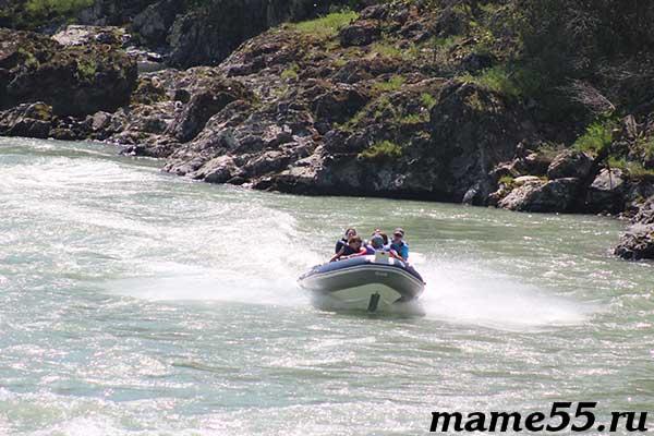 Поездка на моторной лодке