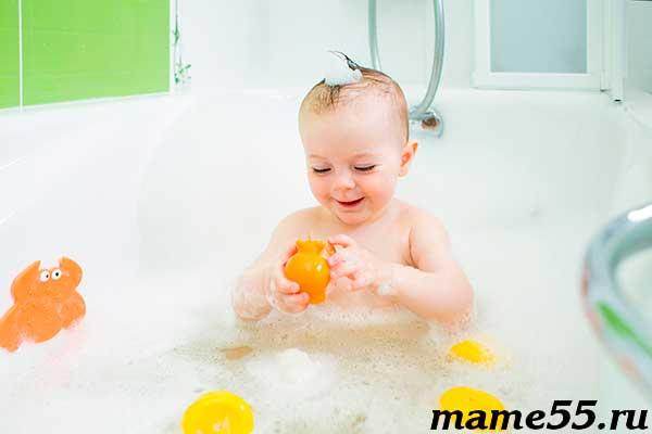 Когда купать ребёнка в большой ванне