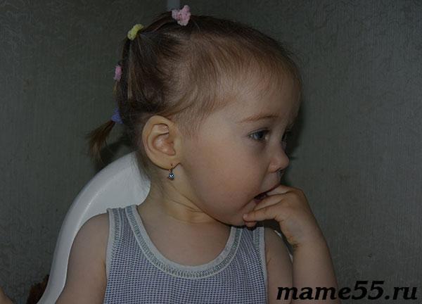 Как кололи уши ребенку