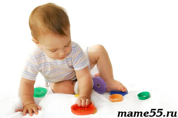 Как выбрать игрушки ребенку до года
